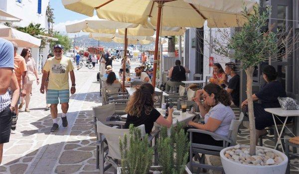 yoga-holidays-greece-antiparos-street
