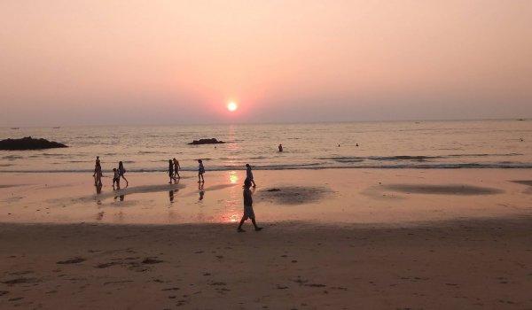 yoga-holidays-india-patnem-sunset