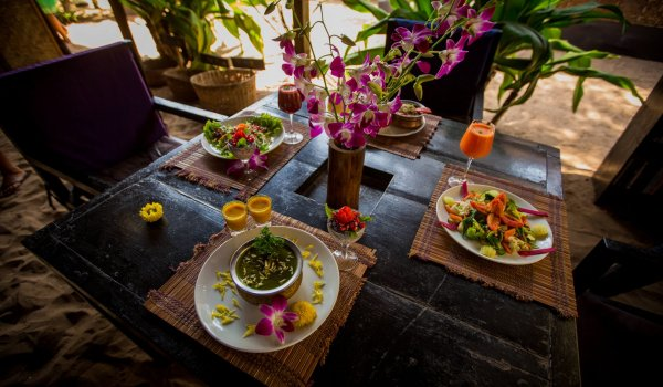 yoga-retreats-india-food