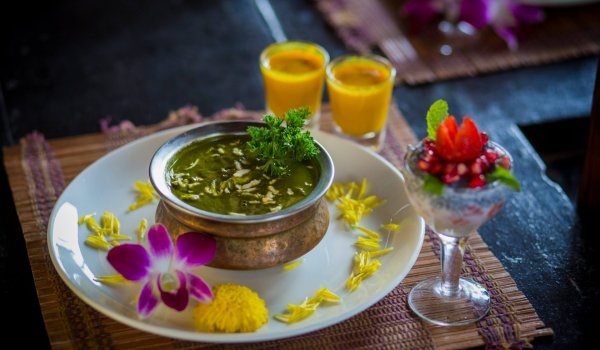 yoga-retreats-india-food1
