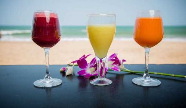 yoga-retreats-india-fresh-juices