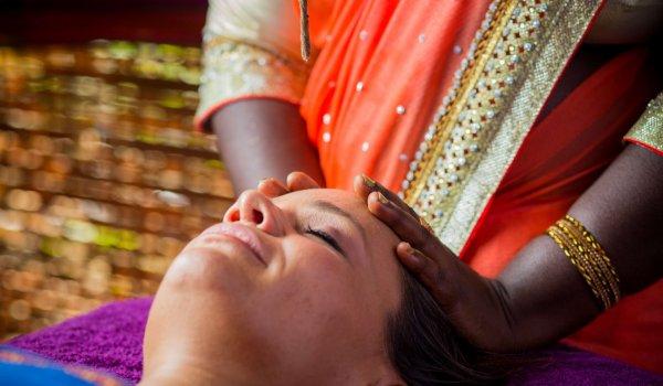 yoga-retreats-india-spa-treatment